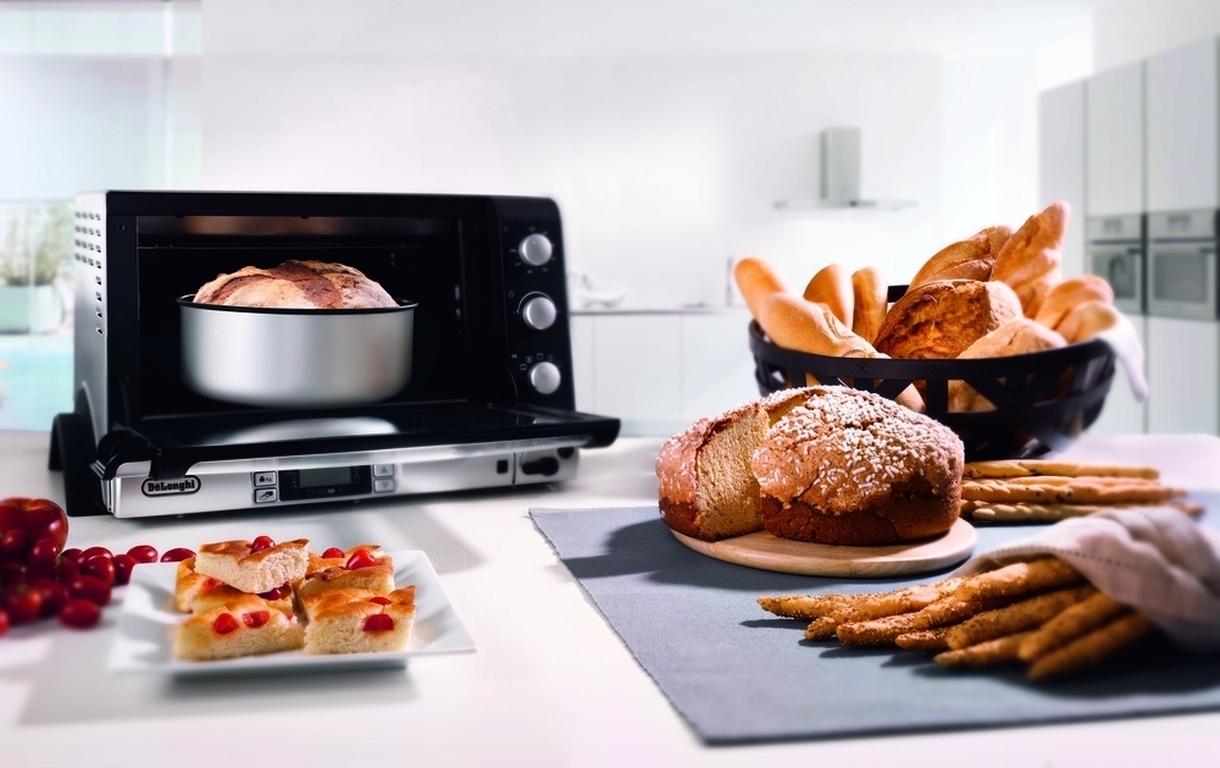 Поскольку сегодня решено по полной использовать достижения науки и техники на кухонном пространстве, будем готовить хлеб с сардельками и шалфеем. Да-да, вот такие мы сегодня Марьи-искусницы. Для приготовления нам понадобится духовка, в которой не только пекут хлеб ее можно купить в интернет магазине - https://590.ua/vt/ovens.
