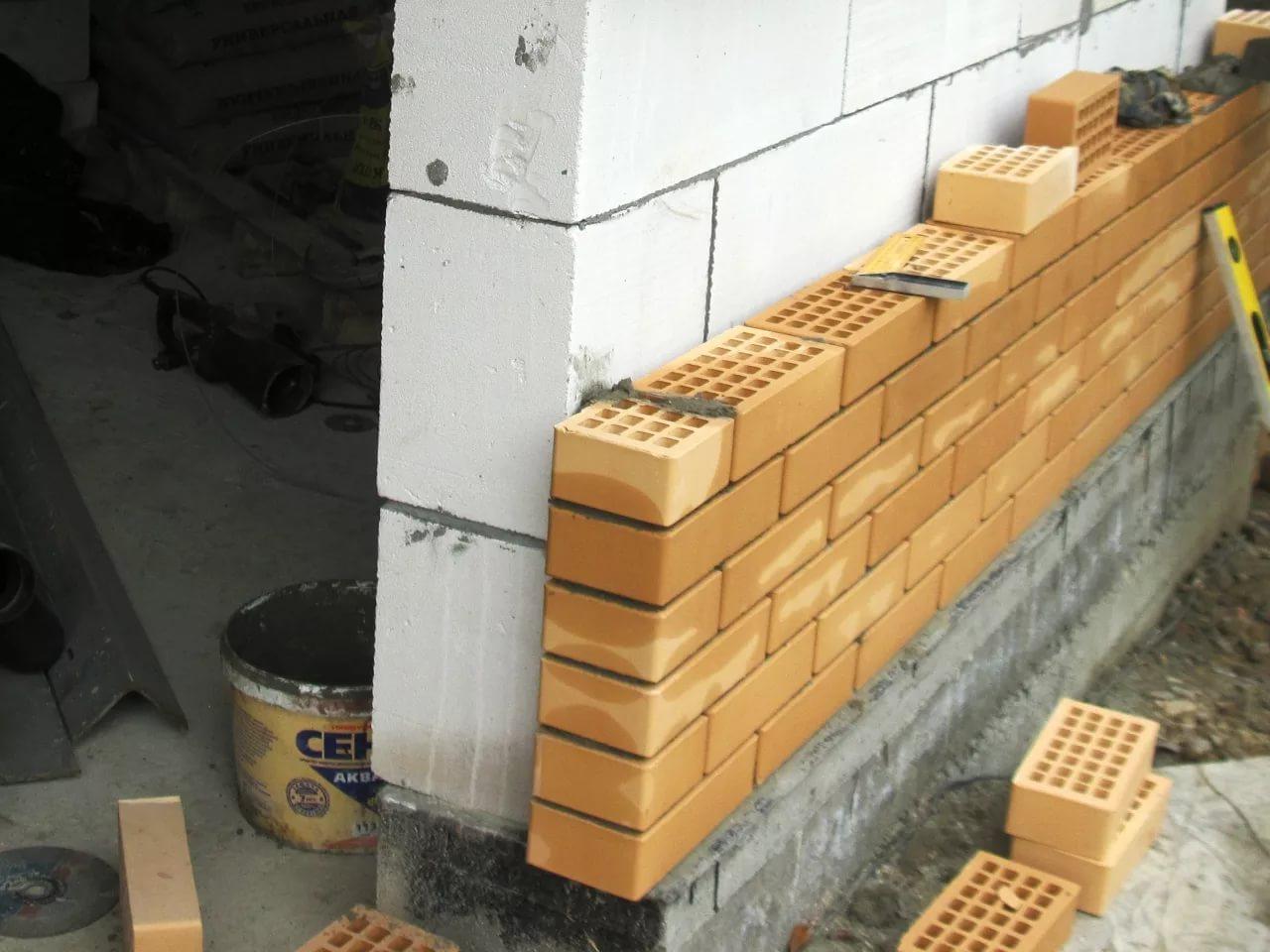 Строительство домов из пеноблоков и кирпичей