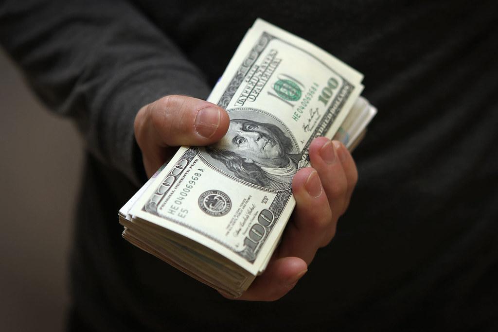 Доллар снова растет