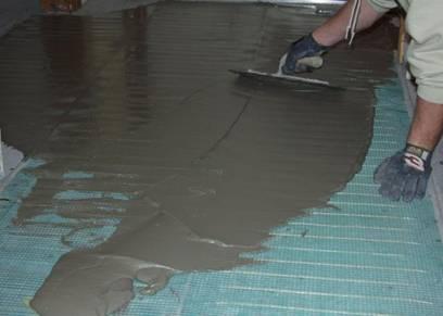 Заливка греющих контуров бетоном